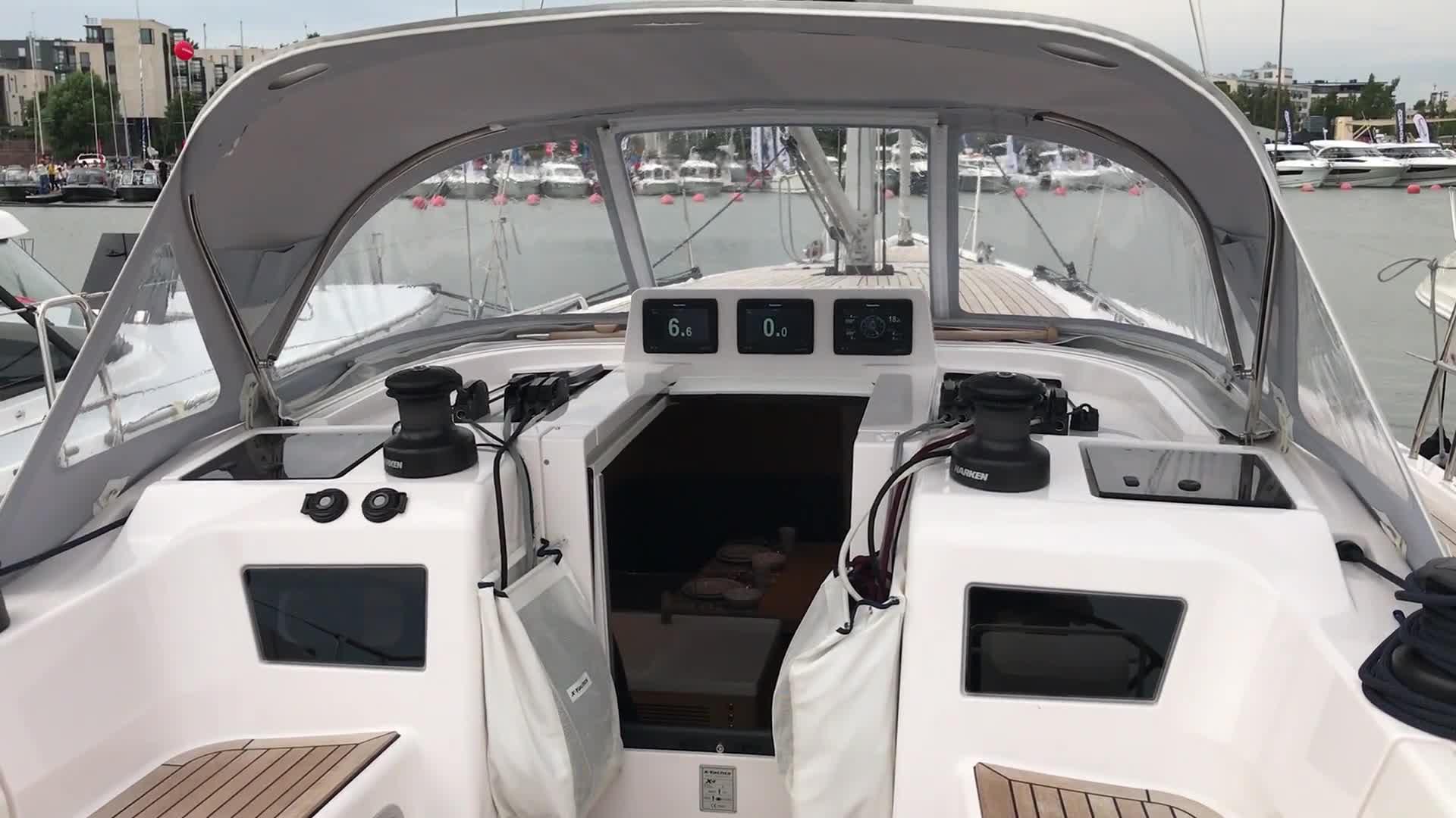 Uiva venenäyttely: Videoesittelyssä X4.3